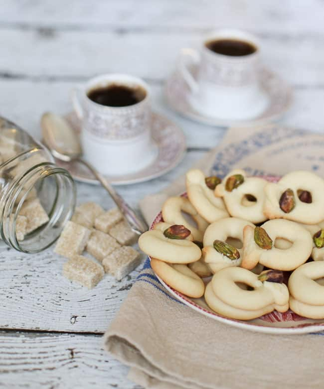 Ghraybeh: Middle Eastern Butter Cookies - so easy to make and they require only 4 ingredients!