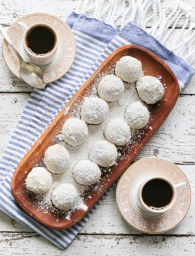 an easy recipe for Russian tea cakes covered in powdered sugar - great Christmas cookies recipe!