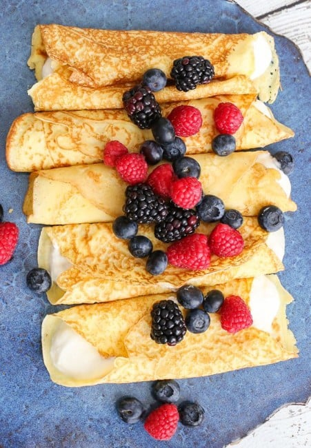 Crepes with berries and a yogurt cream - plus how to easily avoid getting clumps in your batter