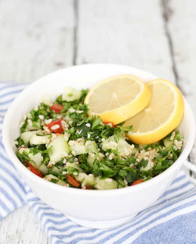impress your guests with this EASY recipe for Middle Eastern tabbouleh - so healthy and flavorful!