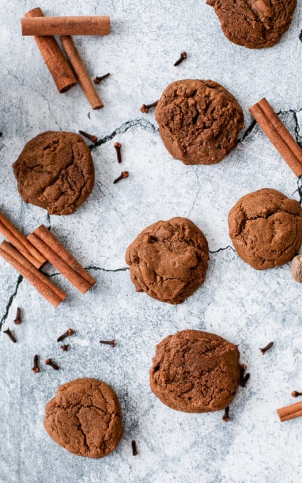 An easy recipe for spiced molasses cookies