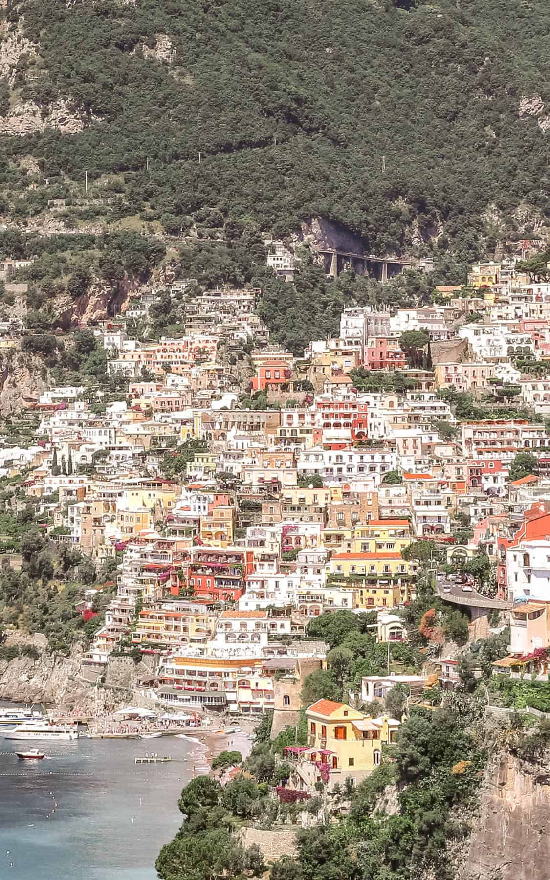 https://www.fashionedible.com/how-to-vacation-avoid-the-crowds-in-positano/