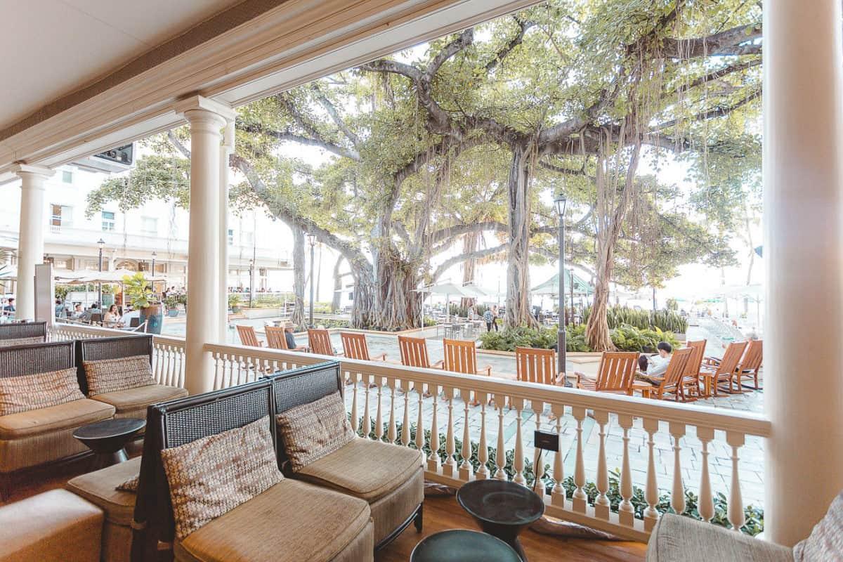 the hotel veranda of the Moana Surfrider