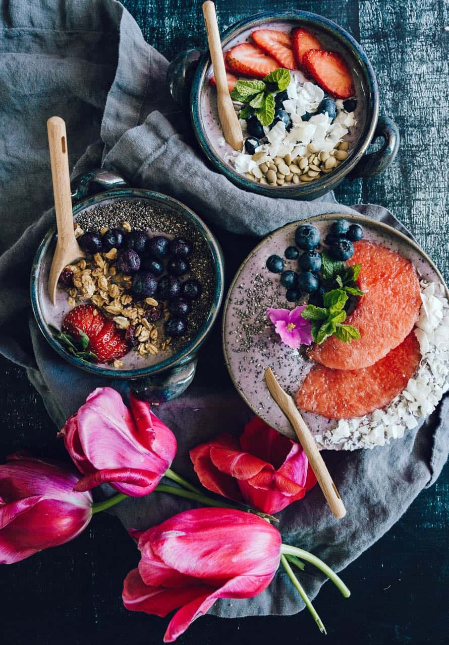 blueberry banana l smoothie bowl with coconut, chia seeds,